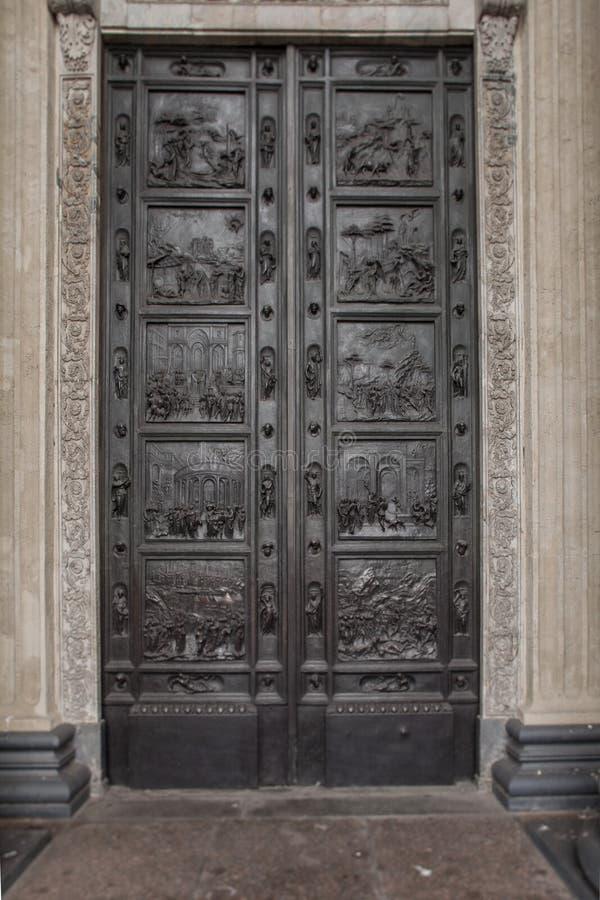 Porta antica d'ottone solida fotografie stock