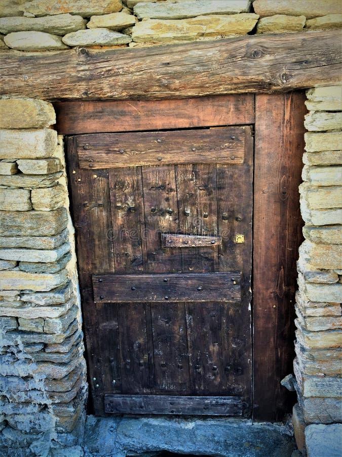 Porta antica, tempo e storia fotografia stock libera da diritti