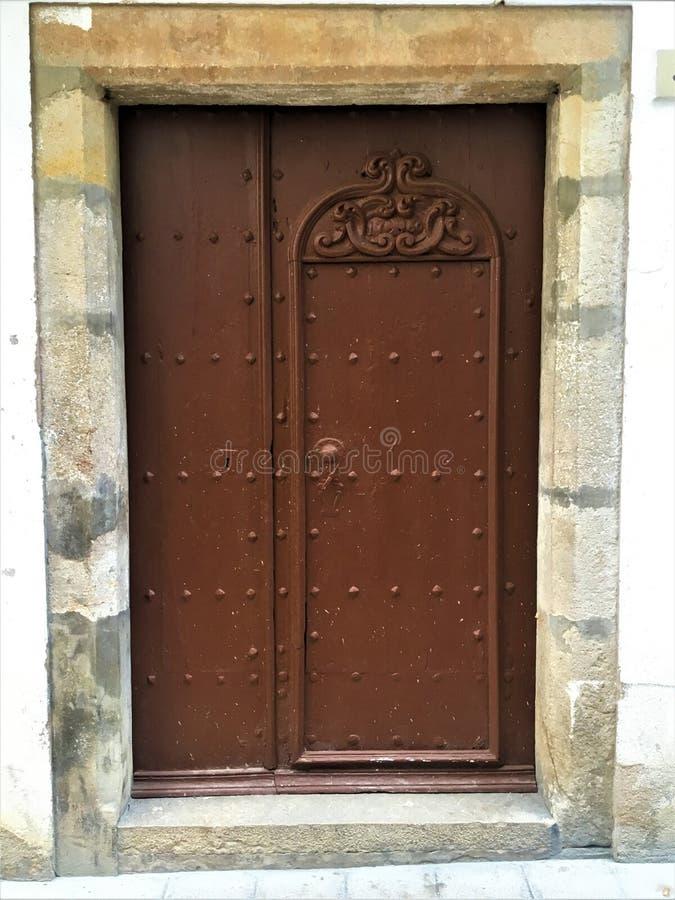 Porta antica, tempo, storia e dettagli romantici immagine stock