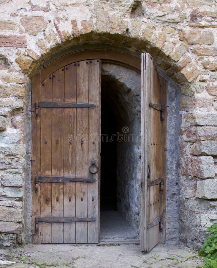 Porta antiga da igreja imagem de stock