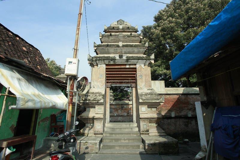 Porta ao túmulo do rei Mataram Kotagede, Yogyakarta foto de stock