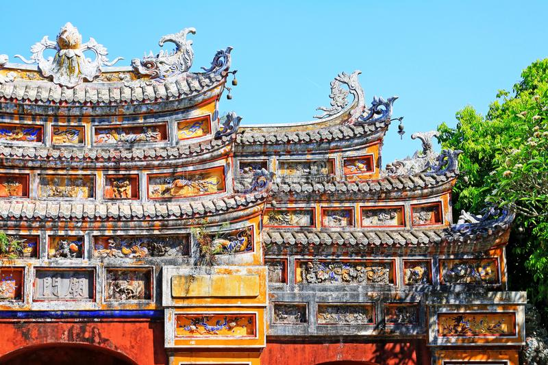 Porta Art In Hue Imperial City, patrimônio mundial do UNESCO de Vietname imagens de stock royalty free