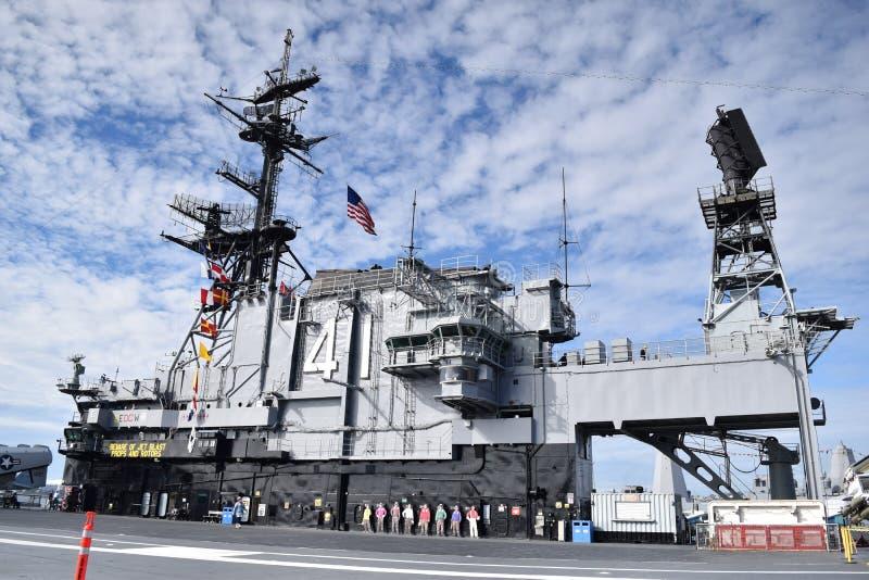 Porta-aviões intermediário de USS em San Diego, Califórnia imagens de stock royalty free