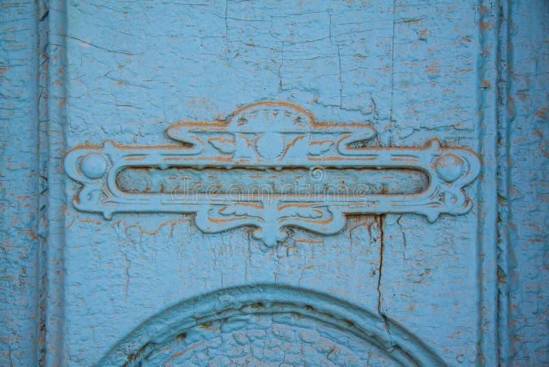 Porta azul - com caixa de letra fotografia de stock