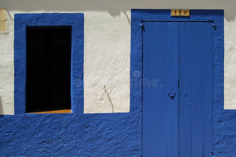 Porta azul em Ibiza imagens de stock royalty free