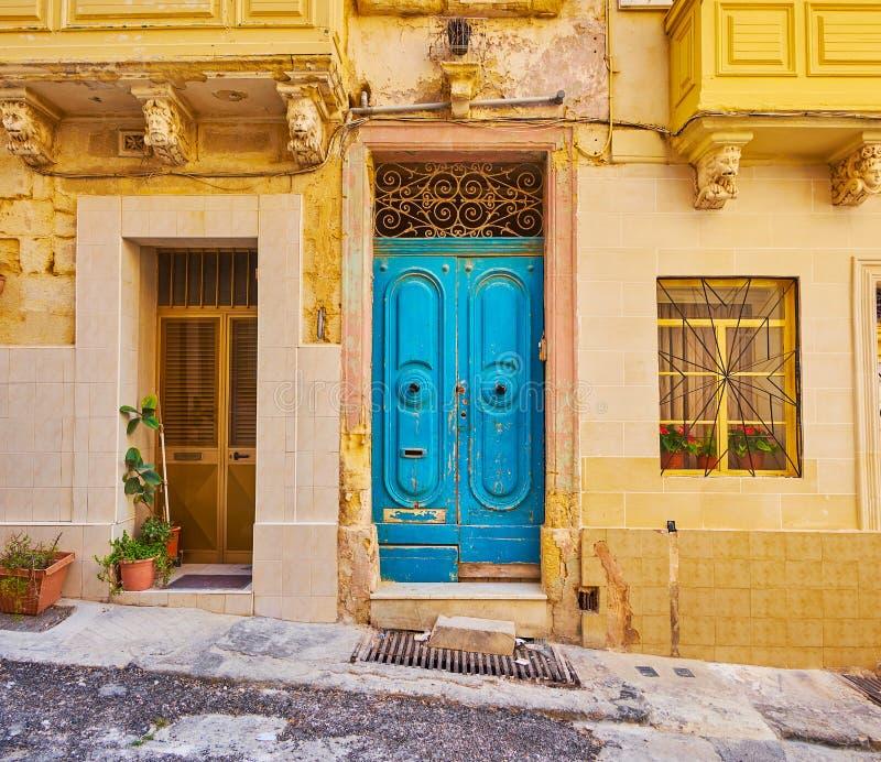 A porta azul velha, Senglea, Malta imagem de stock royalty free