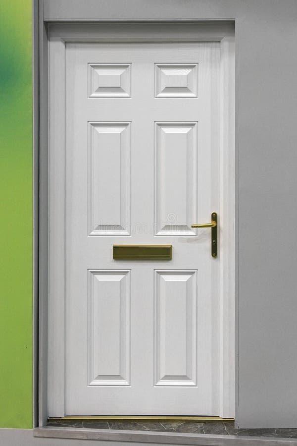 Download Porta bianca immagine stock. Immagine di esterno, porta - 30827045