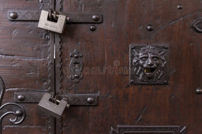 Porta bloccata con il lucchetto sul ponte di Vecchio, Firenze immagine stock libera da diritti