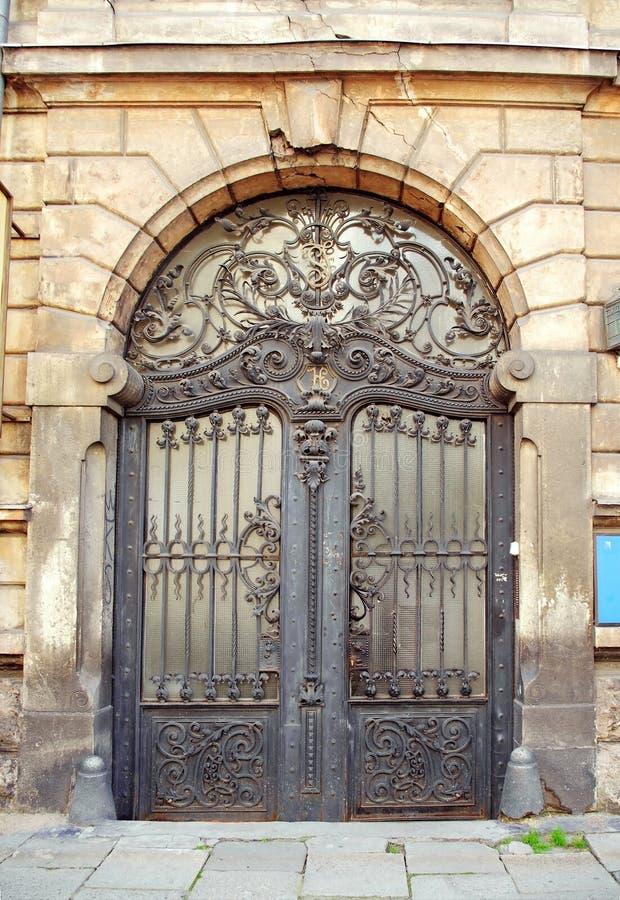 Porta bonita da porta do art nouveau fotografia de stock royalty free
