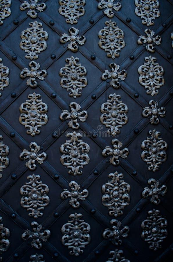 Download Porta Bonita De Uma Igreja Em Praga Foto de Stock - Imagem de medieval, ferro: 26506916