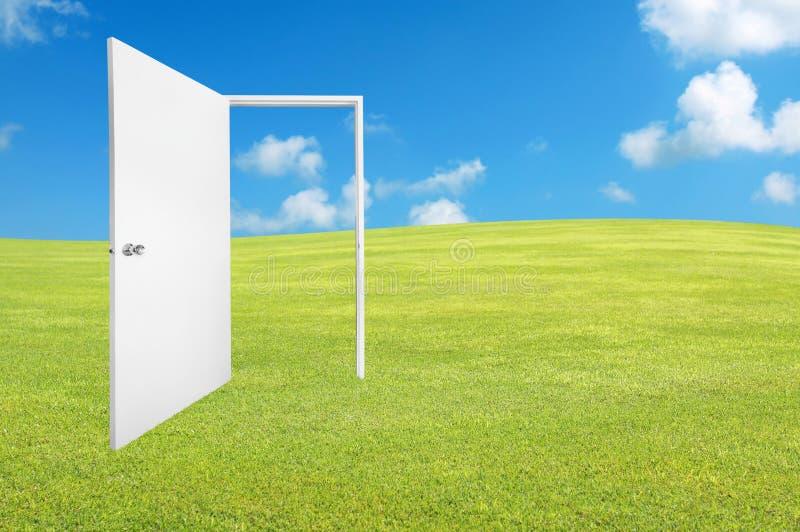 porta branca ao mundo novo imagens de stock royalty free