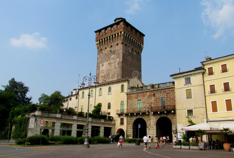 Porta Castello torn i Vicenza, Italien royaltyfria foton