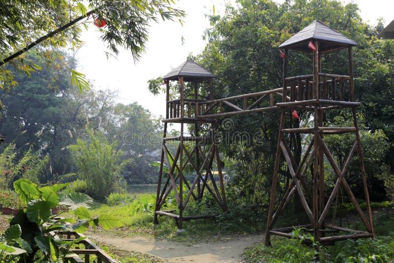 Porta chinesa antiga da vila, adôbe rgb imagens de stock royalty free