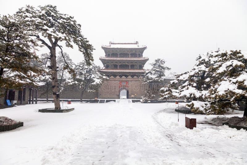 Download Porta Chinesa Antiga No Inverno Foto de Stock - Imagem de orgulho, royalty: 29842762