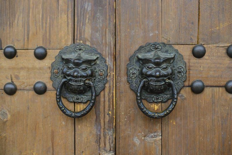 Porta chinesa velha fotografia de stock