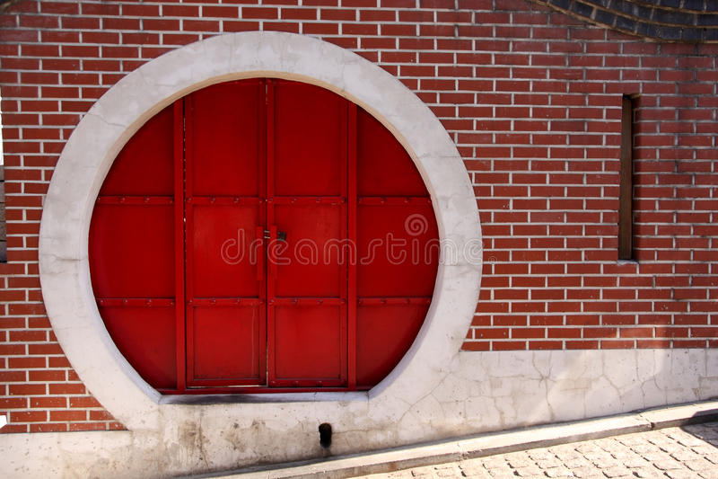 Porta chinesa vermelha do círculo imagens de stock
