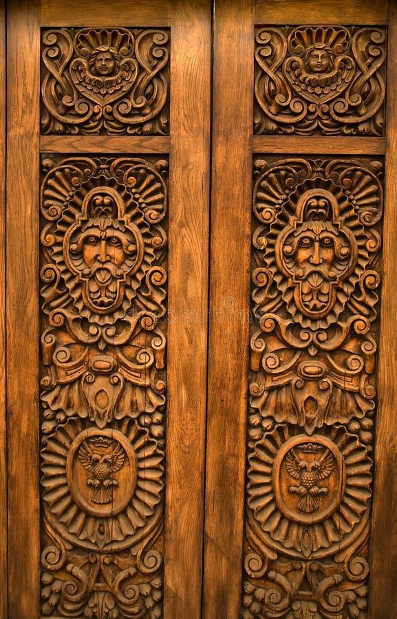 Porta cinzelada de madeira Guadalajara México fotografia de stock