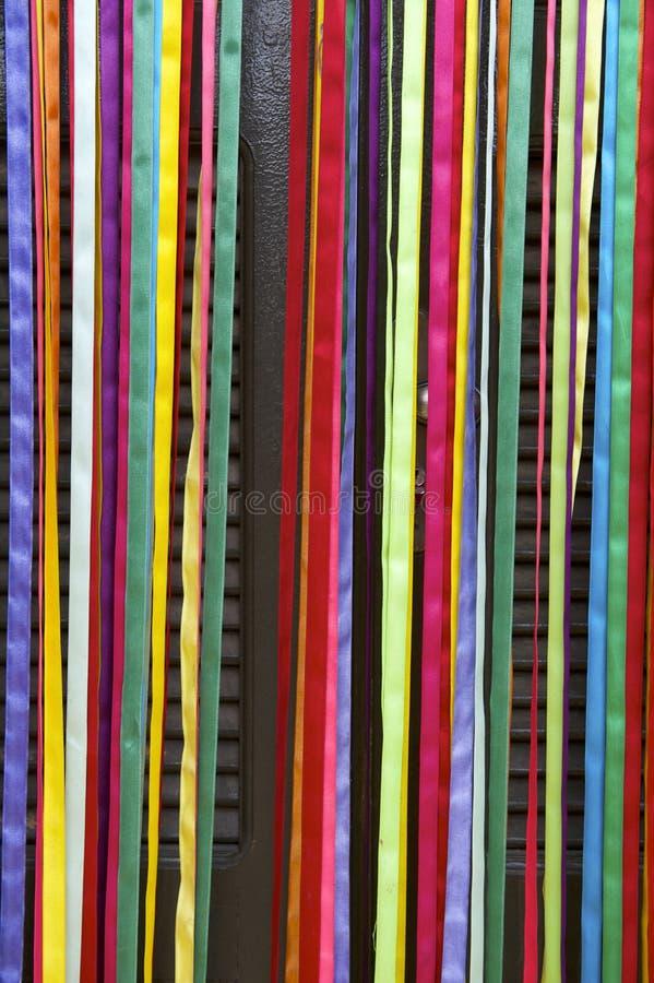 Porta colorida do brasileiro das fitas do carnaval da cortina fotos de stock royalty free