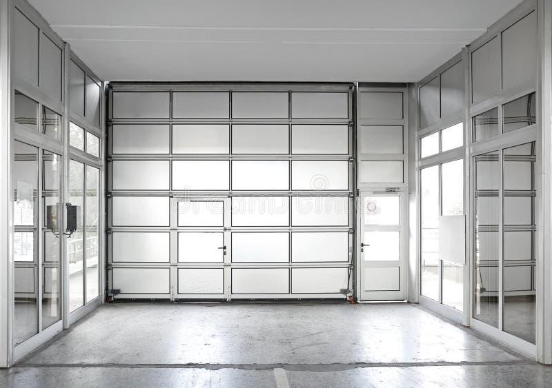 Porta commerciale del garage fotografia stock
