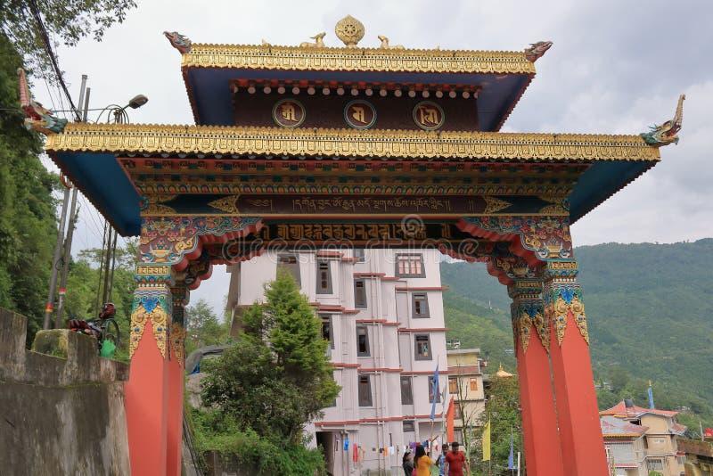 Porta d'ingresso del monastero di Gonjang a Sikkim, India fotografie stock libere da diritti
