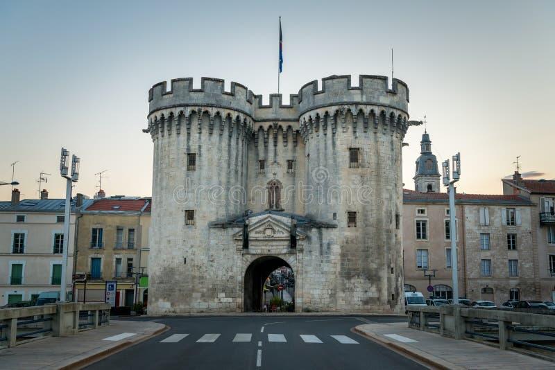 Porta da cidade de Verdun em uma noite do verão foto de stock
