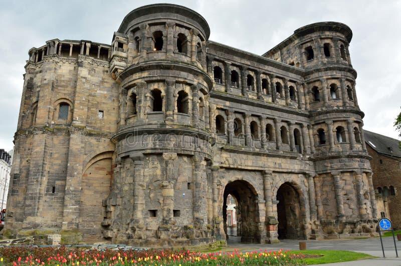 Porta da cidade do negro de Porta no Trier, Alemanha imagens de stock royalty free