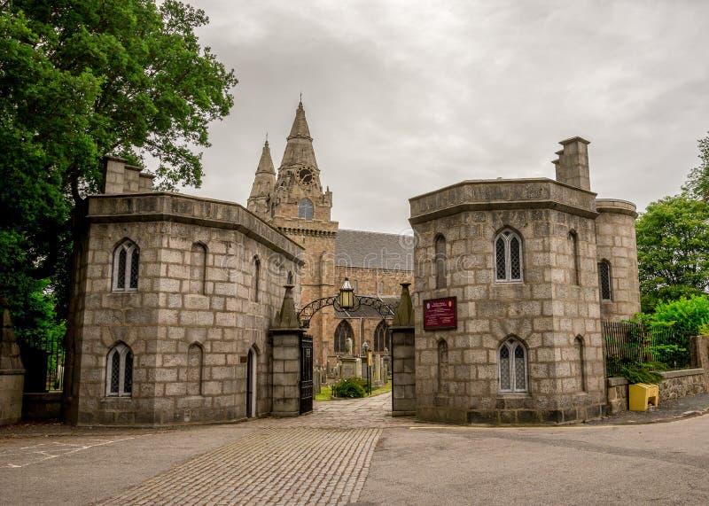 Porta da entrada à catedral do St Machar em Aberdeen, Escócia foto de stock royalty free