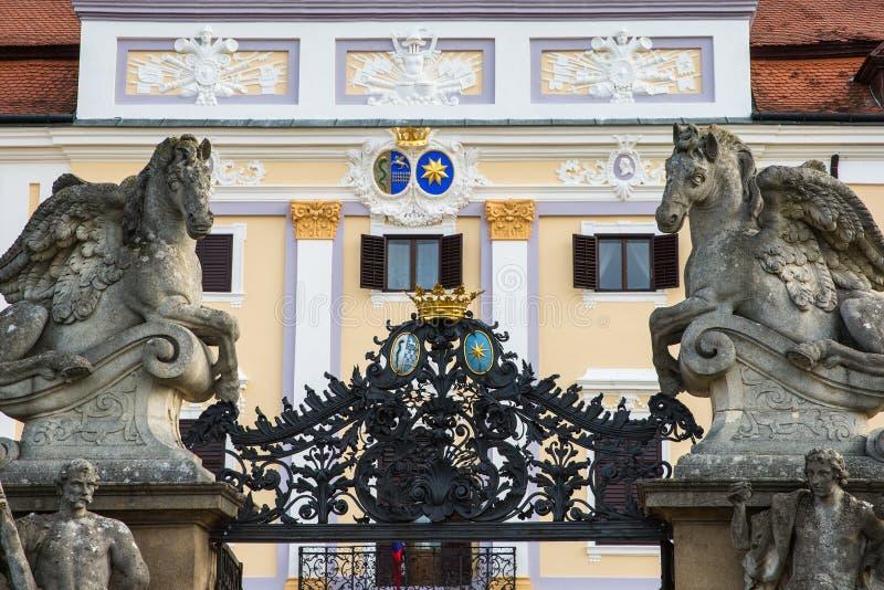 Porta da entrada do castelo de Milotice em República Checa fotos de stock