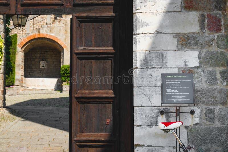 Porta da entrada do castelo de Monselice, Padua, Colli Euganei, Itália fotografia de stock royalty free