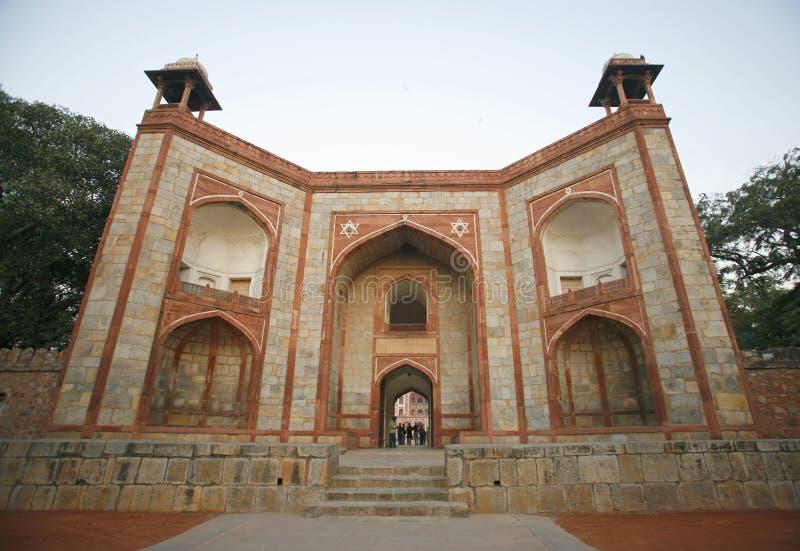 Porta da entrada no túmulo de Humayun foto de stock