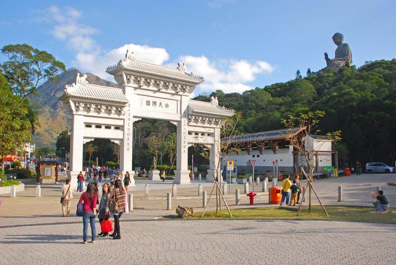 Porta da entrada a Tian Tan Buddha imagens de stock