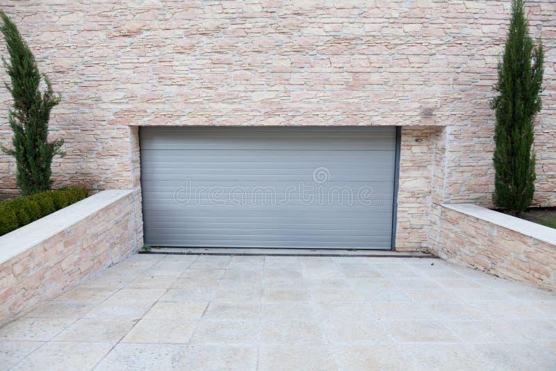 Porta da garagem foto de stock