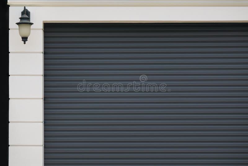 Porta da garagem imagens de stock