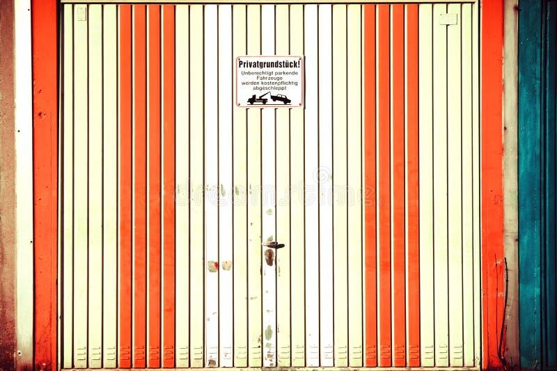 Porta da garagem do vintage fotos de stock