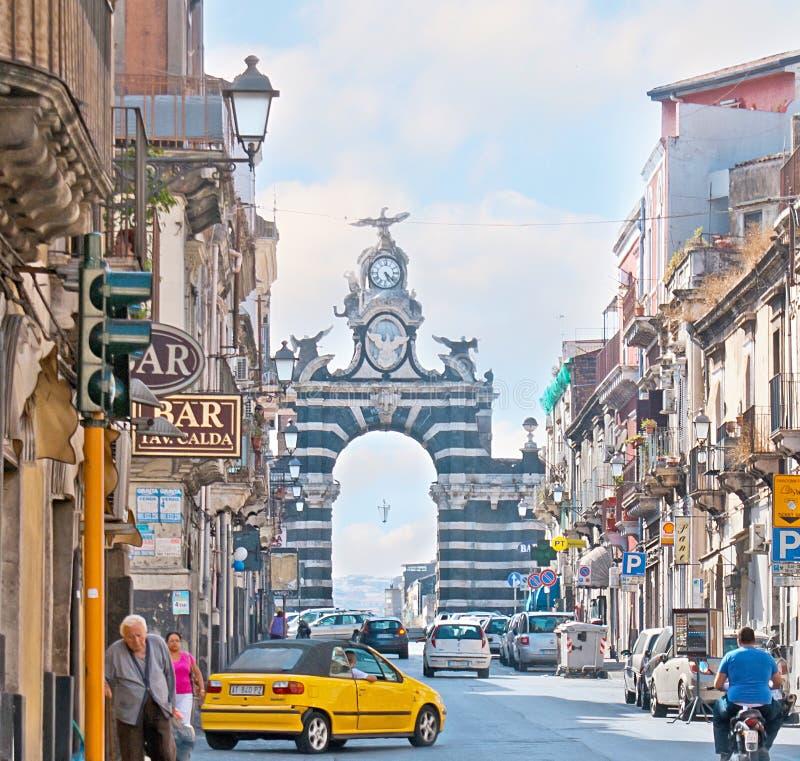 A porta da honra em Catania imagens de stock
