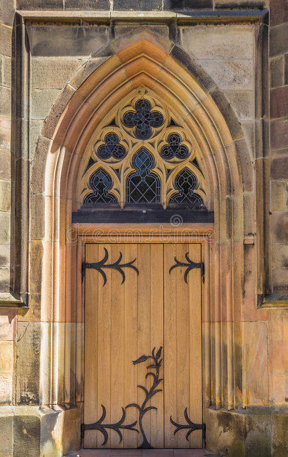 Porta da igreja Católica em Schuttorf foto de stock