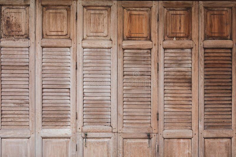 Porta da madeira do vintage fotos de stock royalty free