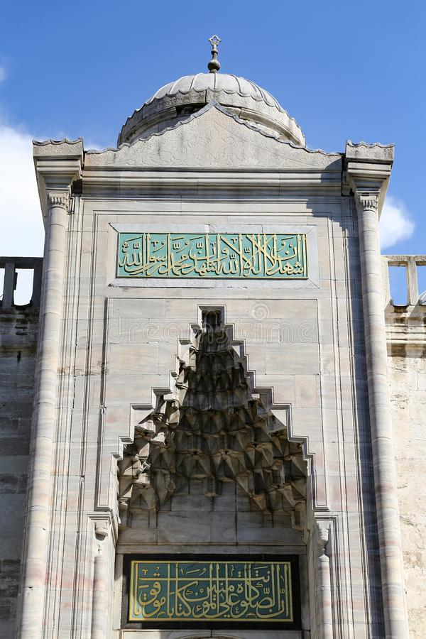 Porta da mesquita azul de Sultanahmet em Istambul, Turquia fotos de stock