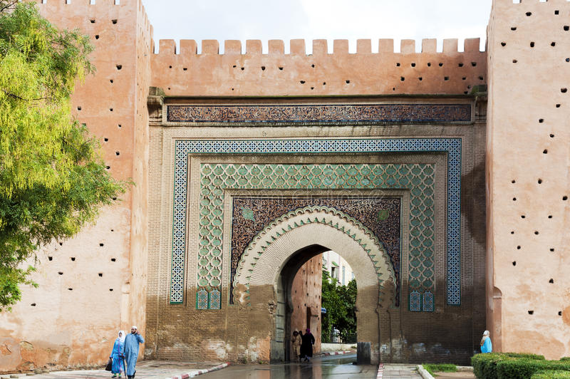 Porta da parede em Meknes, Marocco fotografia de stock