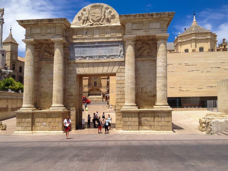 Porta da ponte em Córdova, Spain fotos de stock