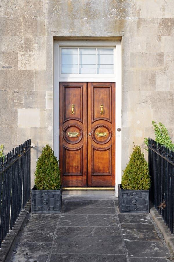 Porta da rua da casa de cidade imagem de stock royalty free