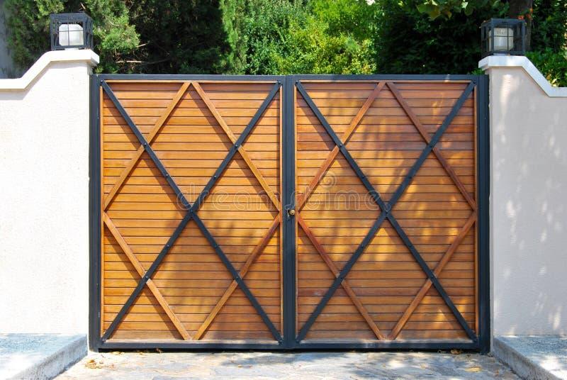 Porta da rua de madeira foto de stock royalty free