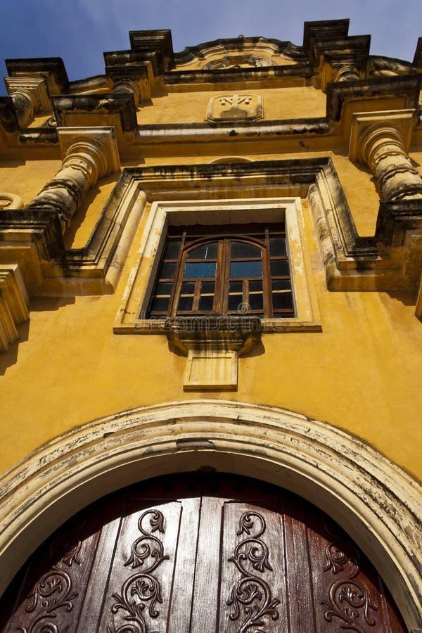 Porta da rua e indicador de Iglesia de la Recolecion fotos de stock