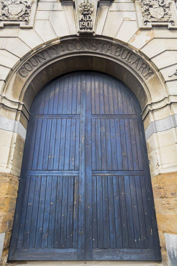Porta de acesso Northampton do veículo das polícias do condado Reino Unido foto de stock royalty free