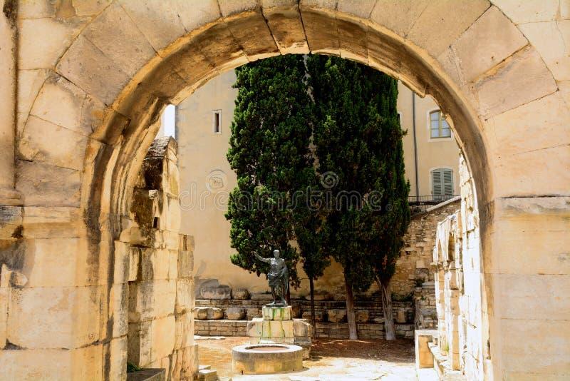 Porta de Augustus, Nimes, França imagens de stock