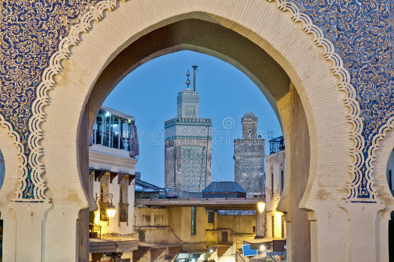 Porta de Bab Bou Jeloud em Fez, Marrocos fotos de stock