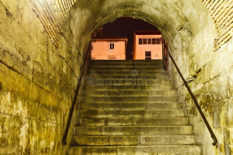 Porta de bronze no palácio de Diocletian no Split fotos de stock royalty free