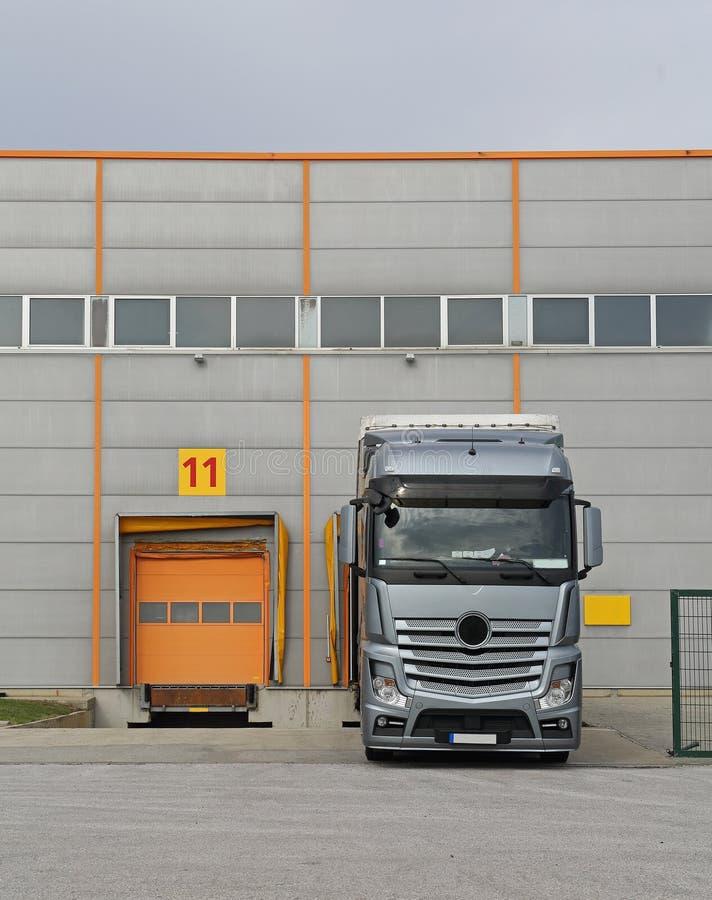 Porta de carga de carregamento do caminhão foto de stock royalty free