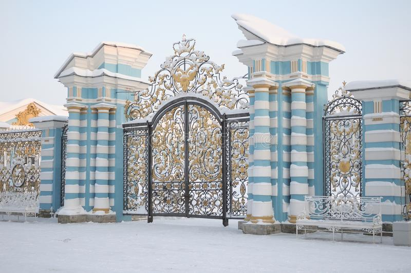 Porta de Catherine Palace em Tsarskoye Selo no inverno foto de stock royalty free