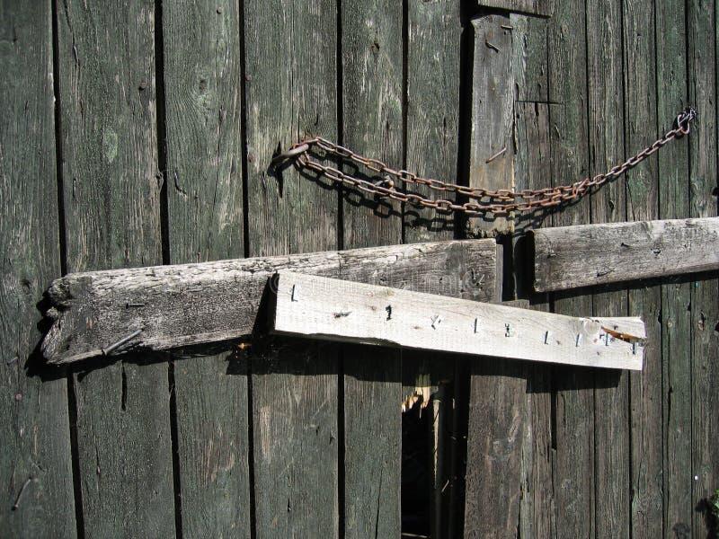 Porta de celeiro fechada
